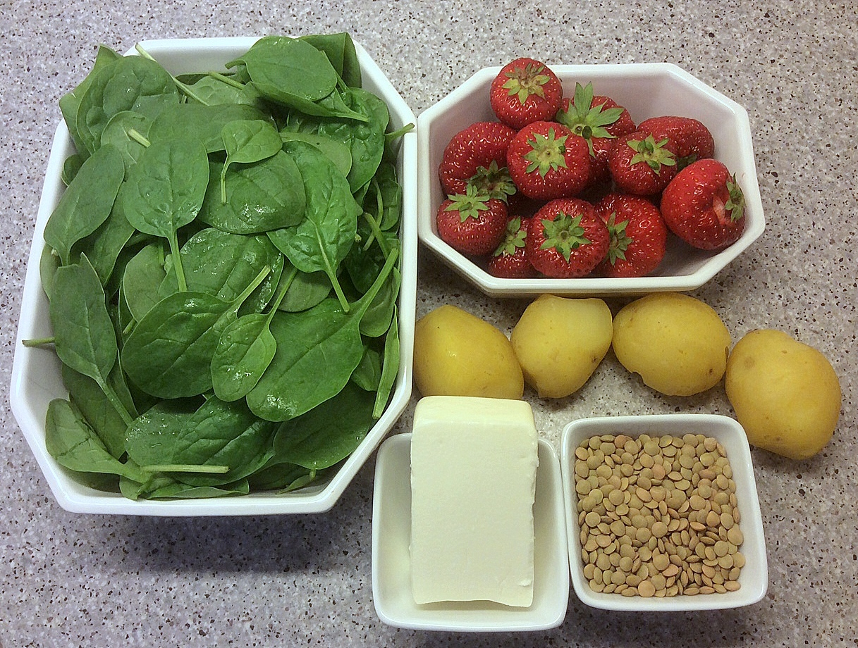 Anne Naturglad: Sommerlig salat med jordbær, spinat og kartofler