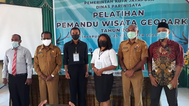 Frans Pekey Buka Pelatihan Pemandu Wisata Geopark 2020 di Kota Jayapura.lelemuku.com.jpg