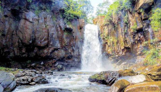 3. Curug Gombong desa Gombong Kecamatan Pecalungan Kabupaten Batang