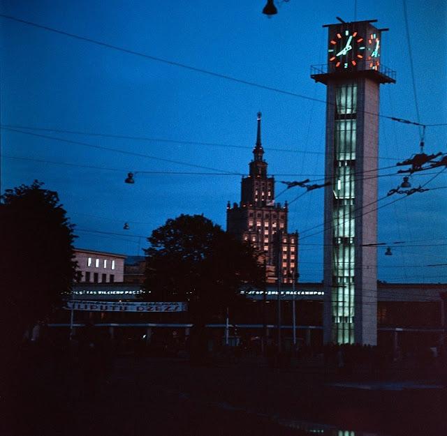 Август-Сентябрь 1963 года. Рига. Вид на Привокзальную площадь и Дом Колхозника (из коллекции Денверского университета.