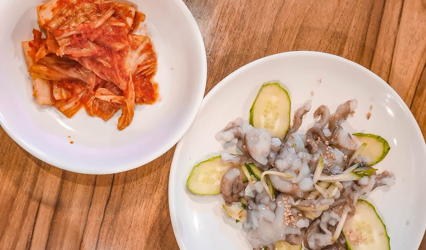 #AutumnInKorea: Eating Live Octopus at Gwangjang Market