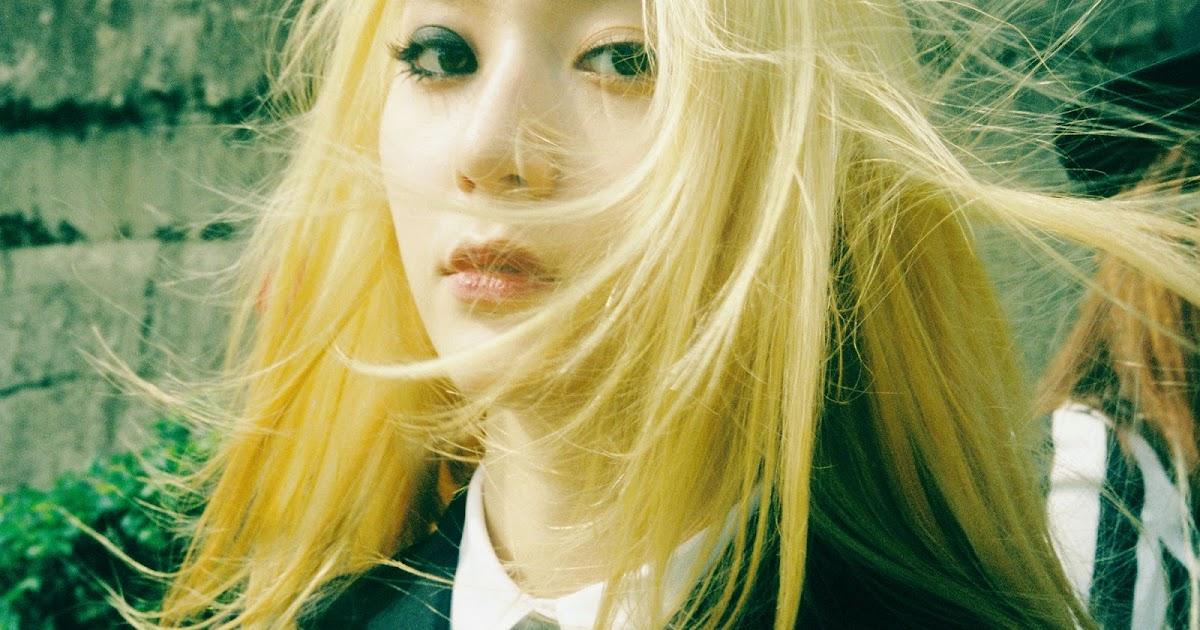 Krystal's teaser pictures for f(x)'s 'Red Light' album ...