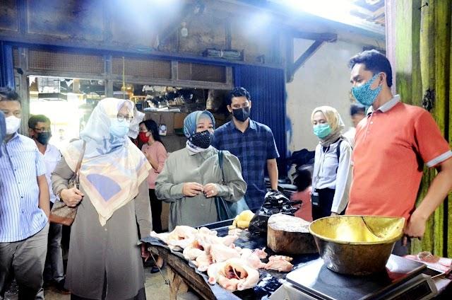 Awal Ramadan,   Pasokan Terlambat, Harga Bahan Pokok di Pasar Cisalak Mengalami Kenaikan