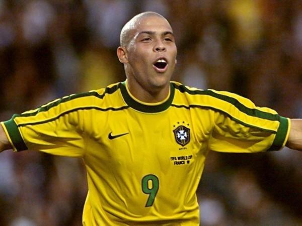 Ronaldinho và những cầu thủ nghiện… sex nặng nhất làng bóng đá
