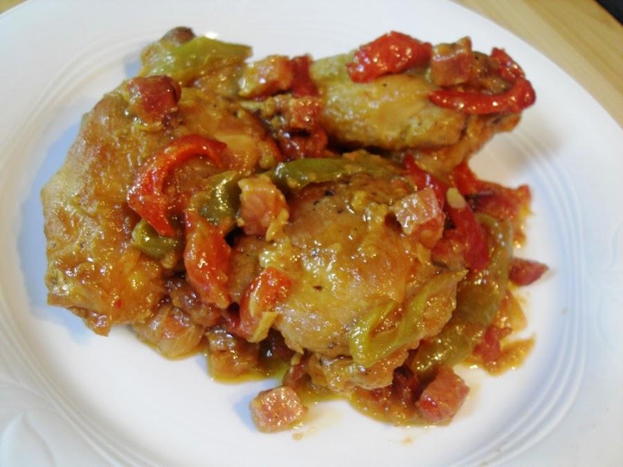 Pollo al chilindrón con verduras y vino blanco
