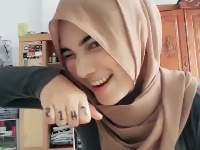 Sweet Hijaber Full of Romance
