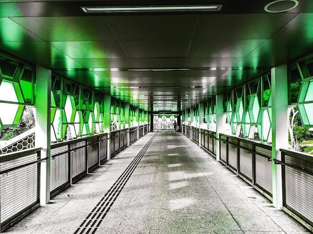 Những trạm tàu điện ngầm đầy màu sắc ở Singapore
