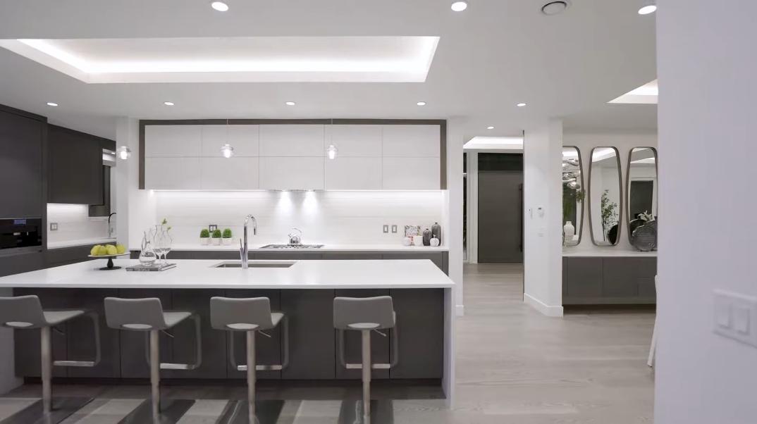 88 Interior Photos vs. 1017 Arlington Crescent, North Vancouver, BC Luxury Contemporary House Tour