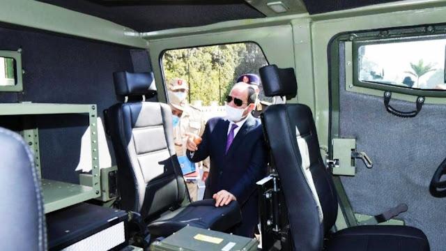 السيسي يتفقد مركبات مدرعه، قد طورها الجيش المصري