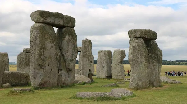 what is so special about Stonehenge (England)?