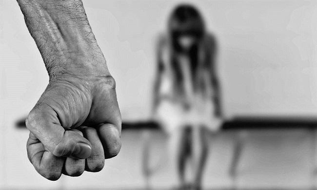 Ηλεία: 16χρονη βιαζόταν επί 3 χρόνια από τον θείο και τον αδερφό της