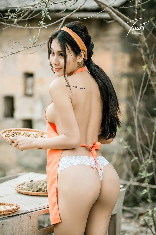 Hai cô gái khoe thân nude nóng bỏng tại Tuyệt tình cốc
