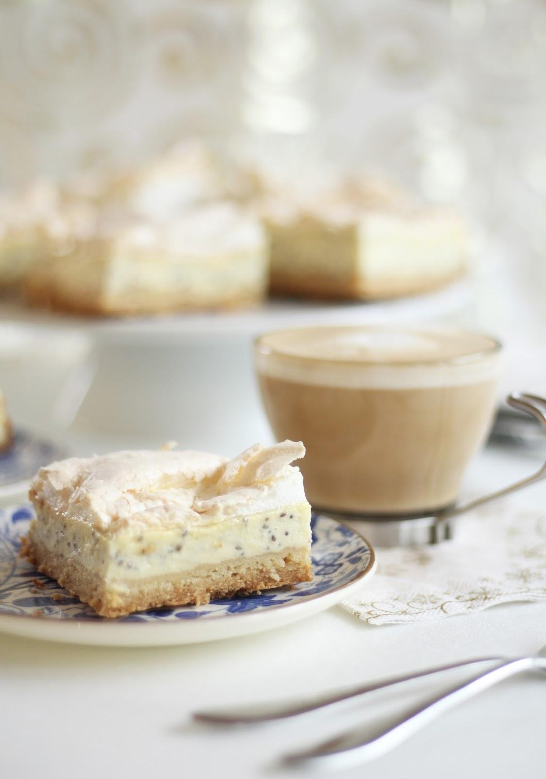 Baiser-Quark-Schnitten mit Chia-Samen - himmlischer Blechkuchen mit dem gewissen Extra