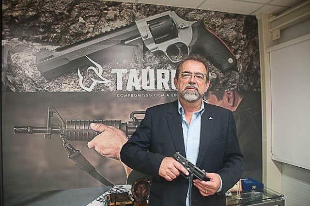 http://tecnodefesa.com.br/entrevista-salesio-nuhs-presidente-da-taurus-flexibilizacao-de-importacoes/