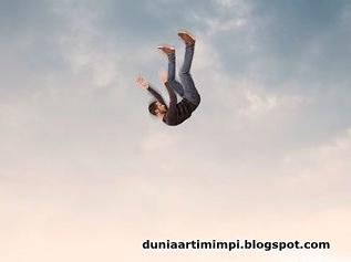17 Arti Mimpi Jatuh Menurut Islam dan Primbon Jawa