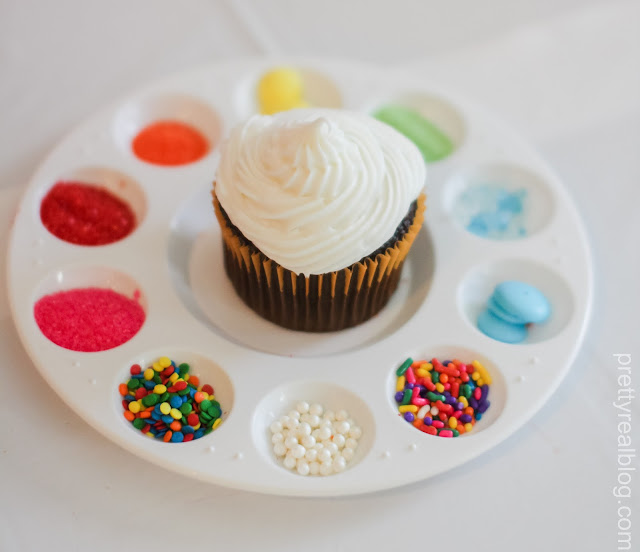 Decorate a cupcake at an Art Party