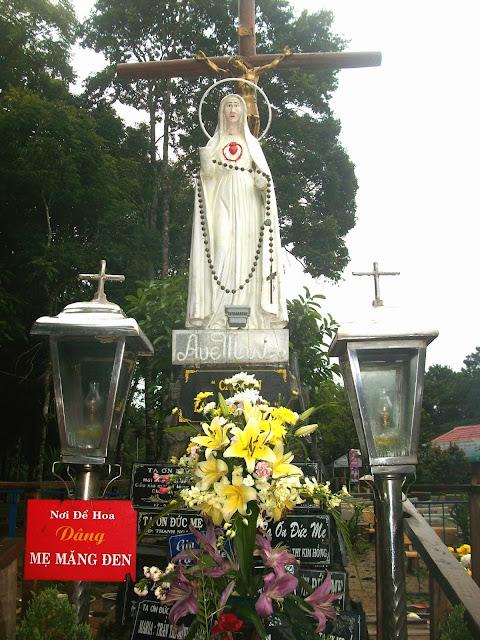 Tượng Đức Mẹ ở Măng Đen