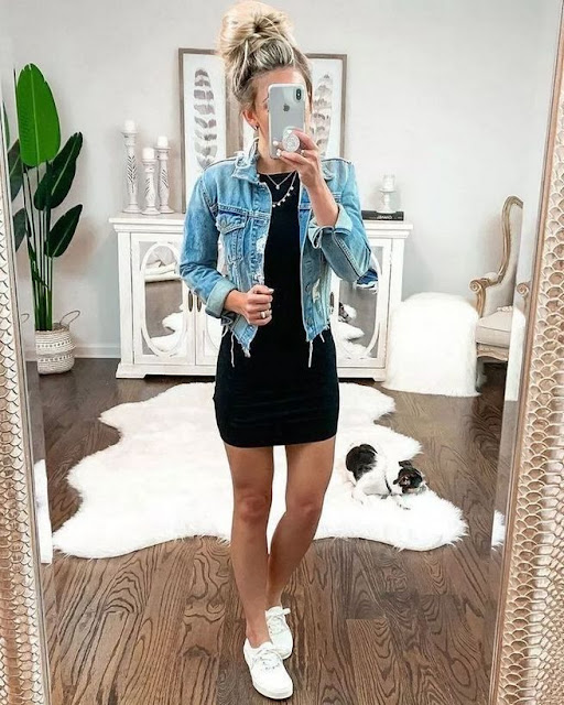 Denim jacket con vestido negro