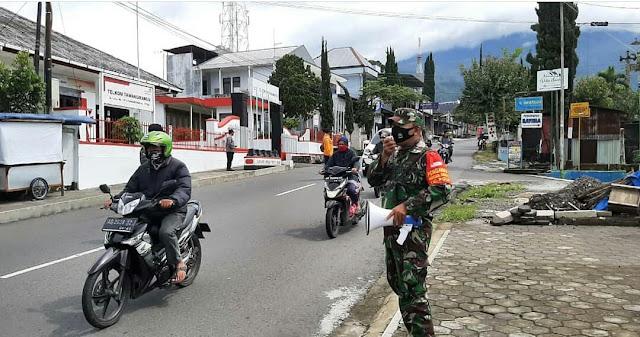 Penerapan PPKM : Babinsa Koramil 08 Tawangmangu Gelar Operasi Yustisi Bersama Polsek, Satpol PP dan Relawan Tawangmangu