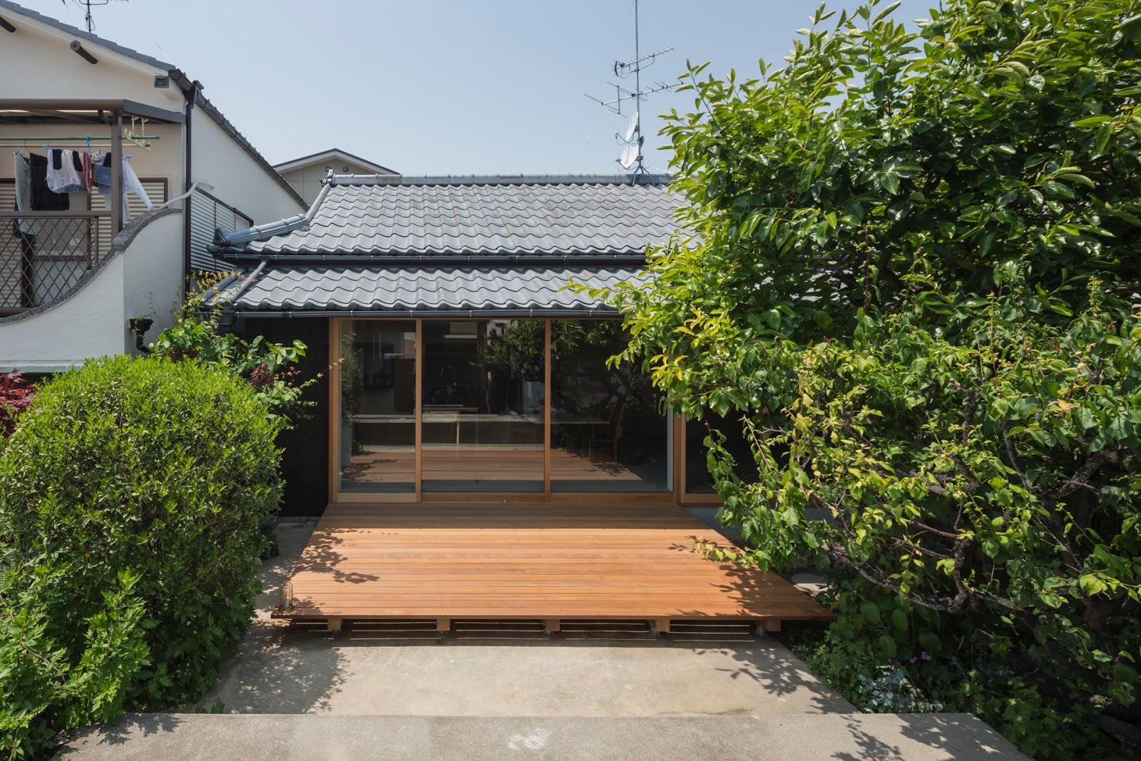 nom d 39 une maison japonaise qui transfigure la beaut berenice big. Black Bedroom Furniture Sets. Home Design Ideas