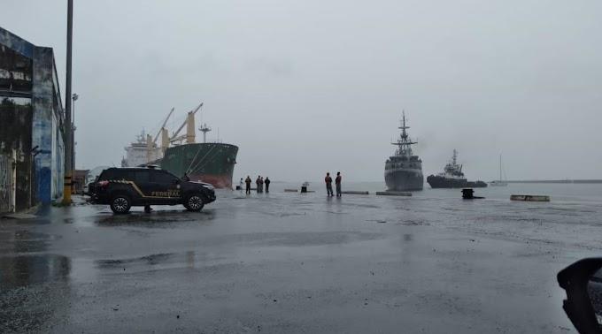 FOTOS: Polícia Federal e Marinha do Brasil apreendem em alto-mar veleiro carregado com 4,3 toneladas de haxixe