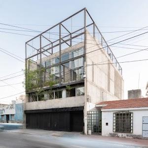Tríptico Building in Córdoba is divided into three vertical houses