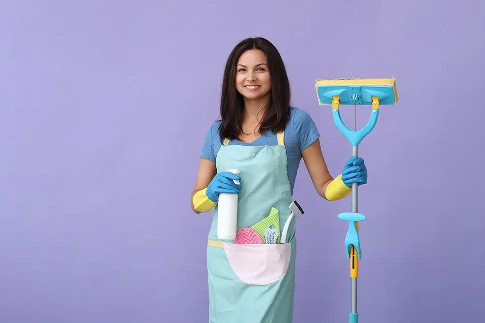 كيف تنظف منزلك بسرعة: 11 نصيحة فعالة لتنظيف المنزل
