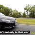 Εσύ πώς θα ένιωθες αν έβλεπες ένα αυτοκίνητο χωρίς οδηγό; (video)