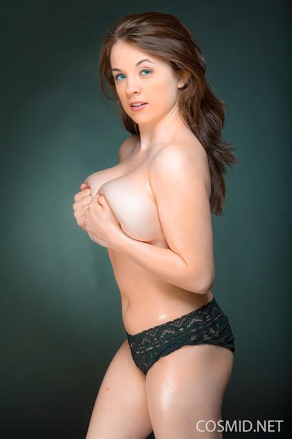 Emily Born naked side boobs