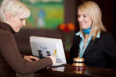Mẫu hội thoại check out trong khách sạn bằng tiếng Anh