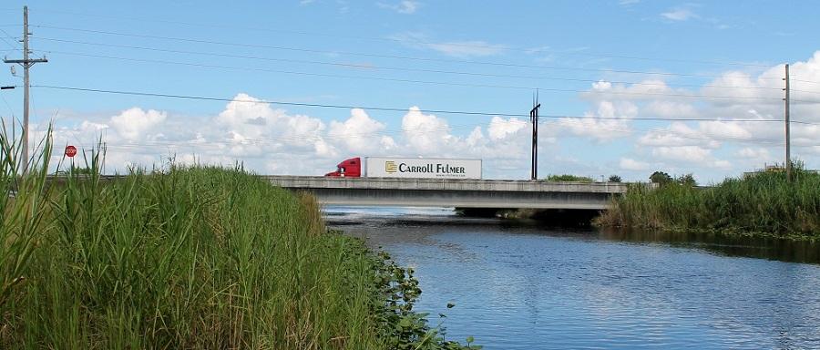 Puente de la US 27 sobre el canal y dique L-5
