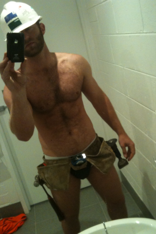 nude-construction-dude-waterhose-in-pussy