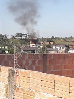 Ambulante perde tudo em incêndio na Vila Romão, em Registro-SP