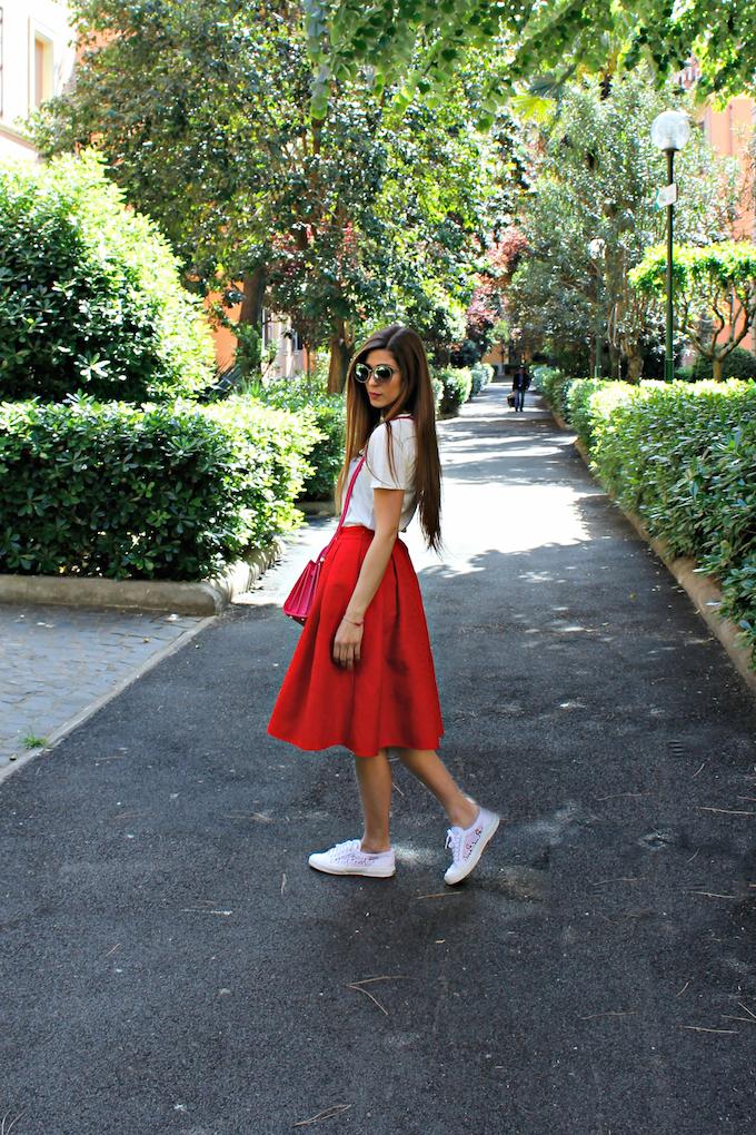 online retailer d8c3e e26f2 Trend alert: la gonna a ruota con le sneakers | Cosa Mi Metto???
