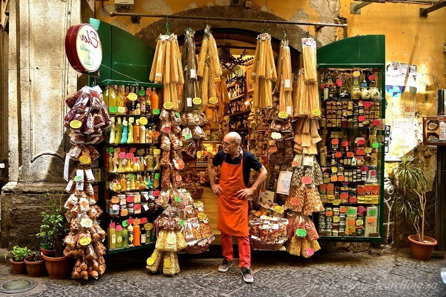 Лавка в Италии