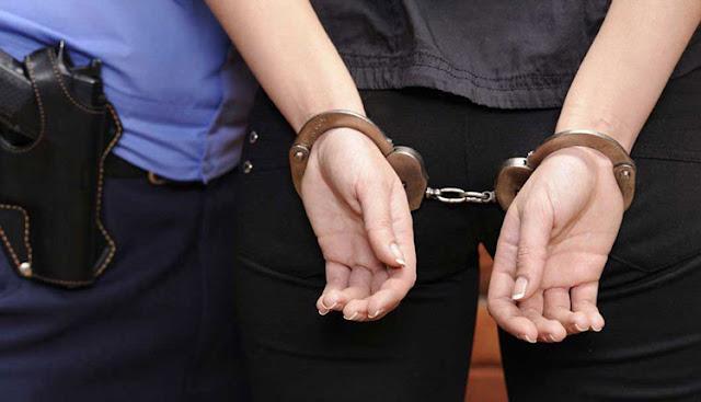 Έκλεβε σπίτια και την έστειλαν φυλακή με το μωρό της - Η δίκη