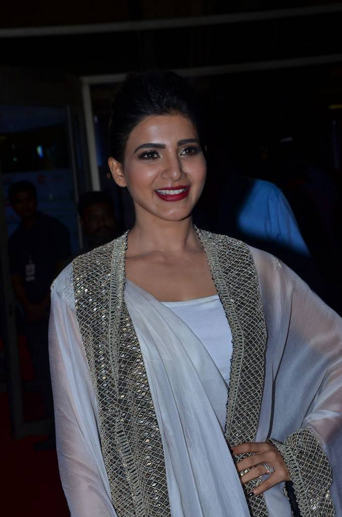 Samantha At 64th JIO Filmfare Awards 2017 Photo Gallery