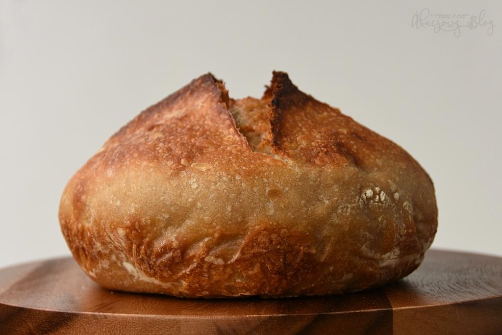 Chleb pszenny na zakwasie bez wyrabiania - z dodatkami i bez.