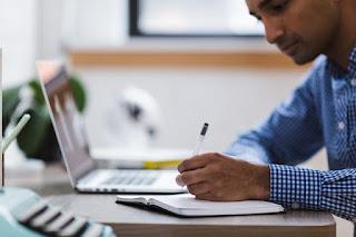 Beragam Cara Menghasilkan Uang Tambahan Dari Hobi Menulis