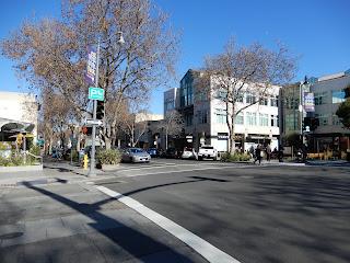 スタンフォードのダウンタウン風景
