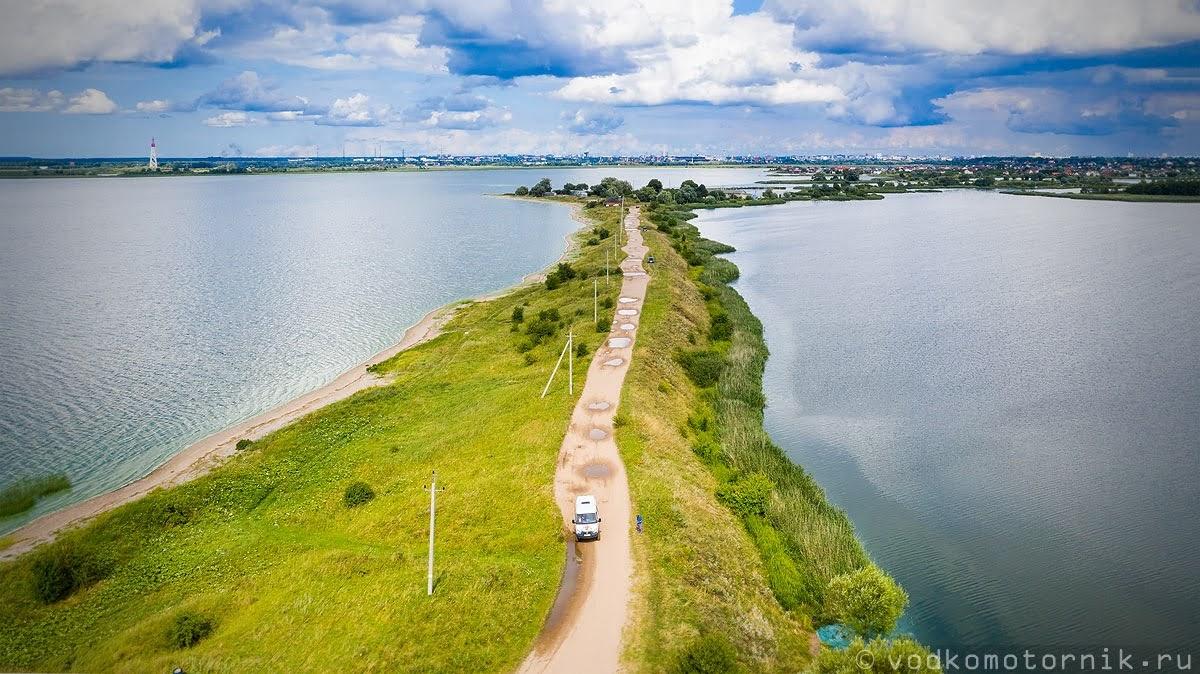 Движем по дамбе вдоль Калининградского залива на Соболь 4х4 самый западный