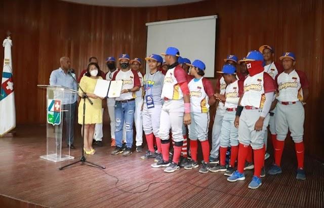 """Ayuntamiento San Cristóbal declara """"Huéspedes Distinguidos"""" delegaciones de la Latin American Baseball Classic U-14"""