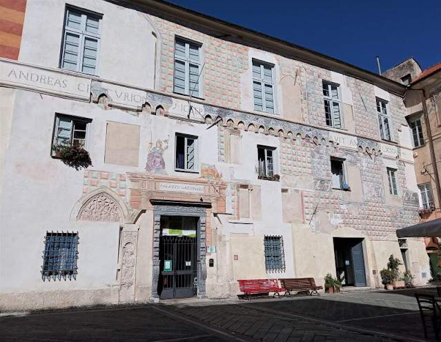 facciata palazzo del tribunale di finalborgo
