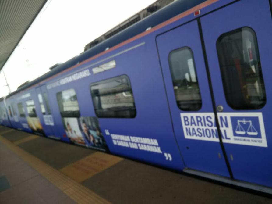 Akibat Dah Menyampah Dengan Iklan Biru Ini, 18 Cermin Tren Pecah Di Baling Batu Macam Dah Kena Rasuk
