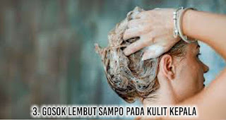 Gosok lembut sampo pada kulit kepala