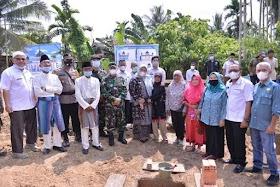 Bupati Masnah Salurkan bantuan Sembako dan peletakan batu pertama Masjid di Desa Londerang Kumpeh