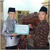 Safari Ramadhan ke Pulau Pandan, Bupati Adirozal Berikan Bantuan 60 Kotak Keramik dan Uang 10 Juta