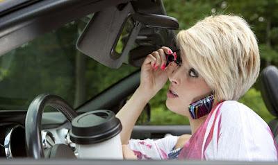 Kondisi mengemudi yang perlu di hindari,multitasking,