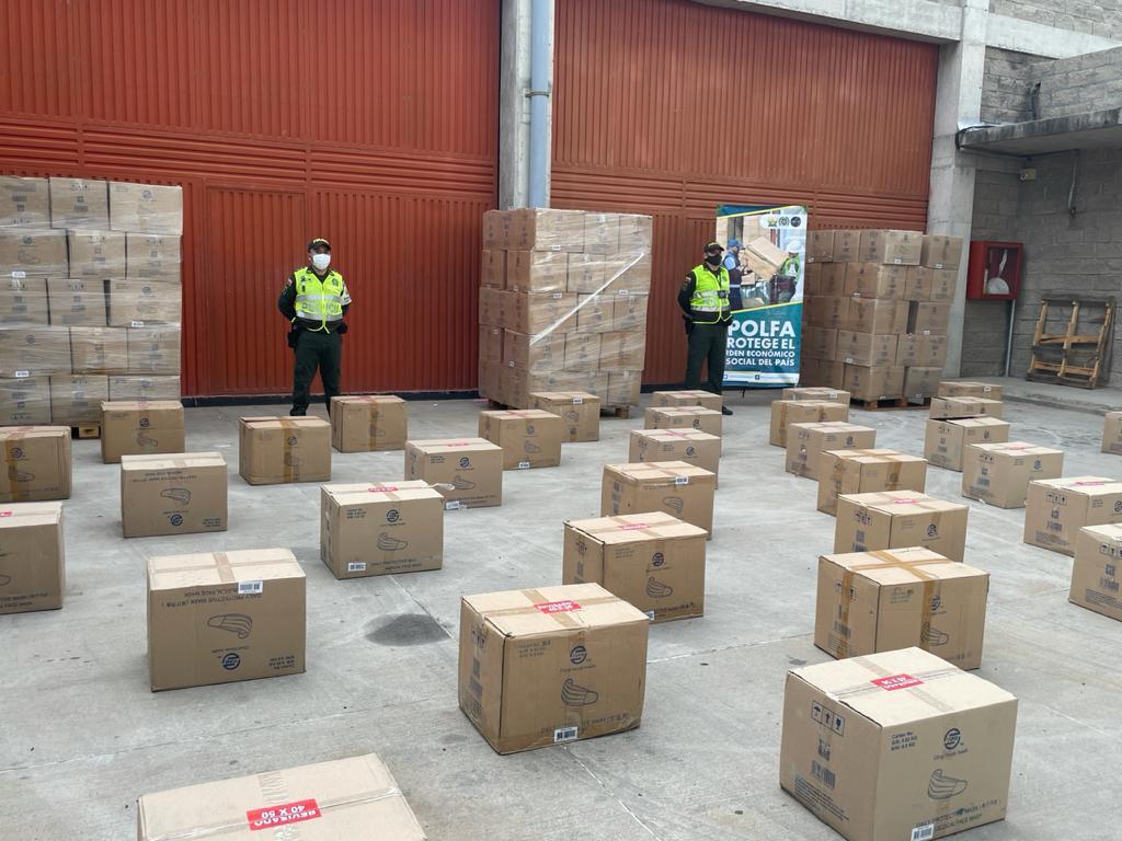 https://www.notasrosas.com/Polfa decomisa en vía la Costa al interior del país, cargamento de tapabocas por más de 385 millones de pesos