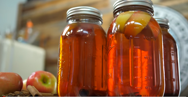 How To Make Best Homemade Apple Pie Moonshine Recipe with Apples!